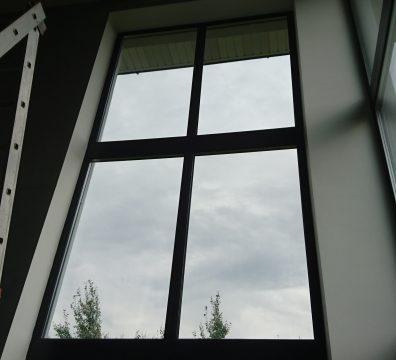 Мойка высоких окон в коттедже