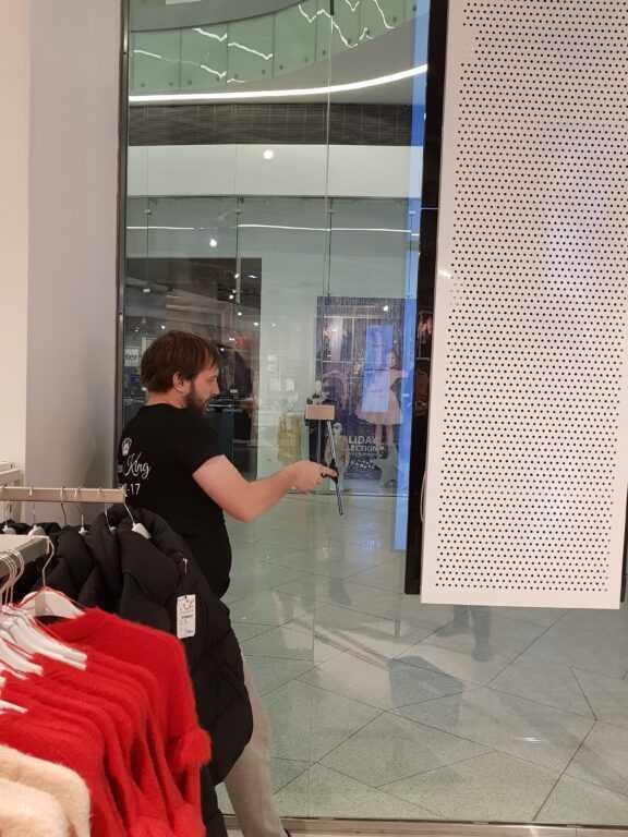 Мойка витрин для магазина одежды «KIABY»